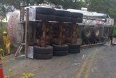 Por m�s de 9 horas estuvo cerrada ayer la v�a Yopal-Villavicencio