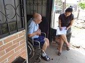 Seg�n la EAAAY en plan de contingencia hay atenci�n prioritaria en distribuci�n de agua potable a adultos mayores y discapacitados