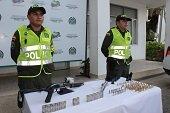 Portando armas de fuego ilegales fueron capturadas dos personas en Monterrey