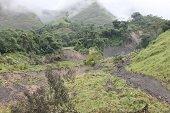 En  evaluaci�n posible amenaza por deslizamiento de tierra que podr�a llegar al r�o Cravo Sur