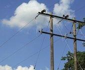 En Man� se entreg� importante proyecto de electrificaci�n rural