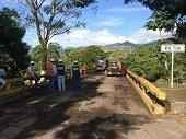 Inv�as no socializ� cierre del puente del r�o T�a en Monterrey