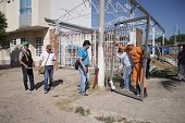 Idury inició retiro de cerramientos en viviendas de Yopal