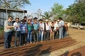 Con tuber�a petrolera la Alcald�a de Aguazul construye corrales ganaderos
