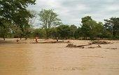 Ante inicio de primera temporada de lluvias del 2015 se recomend� implementar precauciones
