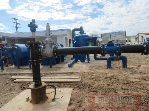 Pozos profundos suministran agua potable para el - Bombas para pozos ...