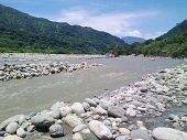 Avanzan trabajos sobre el lecho del r�o Cravo Sur en el sector del Parque La Iguana en Yopal