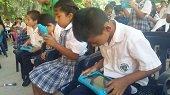 20 Tabletas y 5 computadores para la Escuela La Vega de Yopal