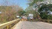 Cerrado puente sobre el r�o Ariporo en la marginal de la selva