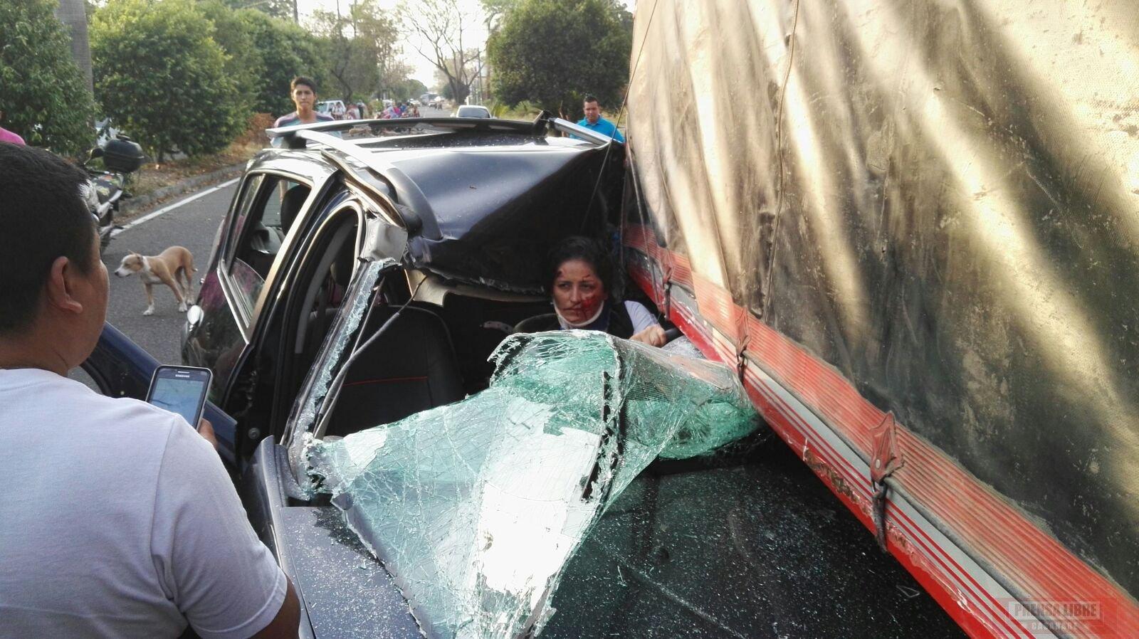 0 Mujer resultó lesionada en choque contra camión en zona urbana de Yopal 9486c063d77