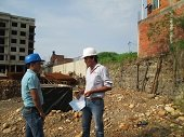 Construcci�n de edificio amenaza vivienda en el barrio Canaguaro