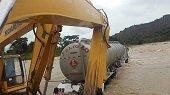 Tracto camión completa dos días atrapado en el río Ariporo