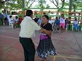 Alcald�a de Yopal contrat� por $3 mil 200 millones a empresa Guajira para que abuelos jueguen  golosa y naipe
