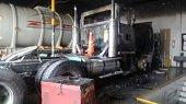 Incendio causó pérdida total de cabezote de vehículo de carga en un taller de Yopal