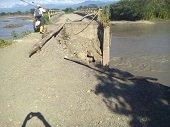 R�o Cravo Sur amenaza puente que comunica veredas La Manga y La Calceta en Yopal