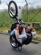 Piruetas realizadas por jóvenes en moto en las calles de Maní generan víctimas