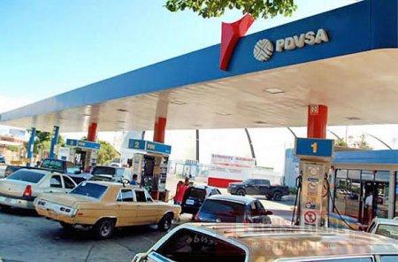 Venezuela venderá gasolina a precios internacionales en la frontera con Colombia