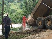 Gobernador gestionó más maquinaria para recuperación de la vía a El Morro