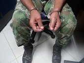 Ex soldado profesional acusado de violar a sus hijas y matar a su esposa quedaría en libertad