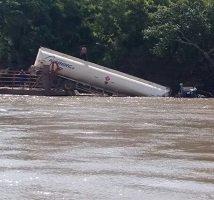 Carrotanque cayó al río Meta cuando era transportado en un ferry