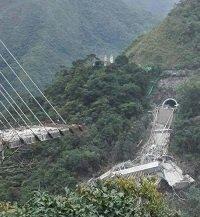 La otra mitad del puente Chirajara también podría colapsar