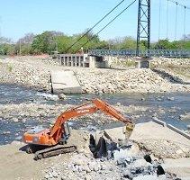 Covioriente retira baterías de tubos en el río Charte