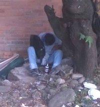 Habitantes de la calle consumen alucinógenos cerca a colegio de Yopal