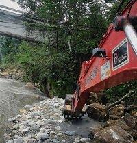 Con un enrocado avanzan obras para proteger puente Santa Inés sobre el Cravo Sur