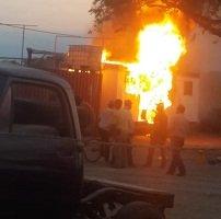 Incendio en parqueadero en la vía a Morichal
